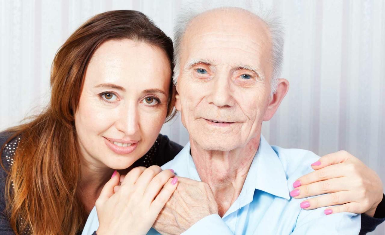 Homme mature avec jeune femme